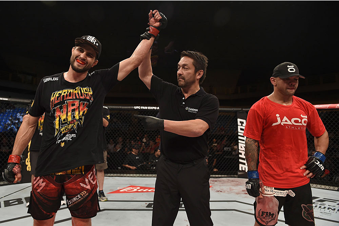 GOIANIA, BRAZIL - MAY 30:  Carlos Condit of the United States celebrates victory over Thiago Alves of Brazil in their welterweight UFC bout during the UFC Fight Night event at Arena Goiania on May 30, 2015 in Goiania, Brazil.  (Photo by Buda Mendes/Zuffa