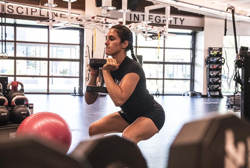 Alexa Grasso durante recuperación en el UFC Performance Institute
