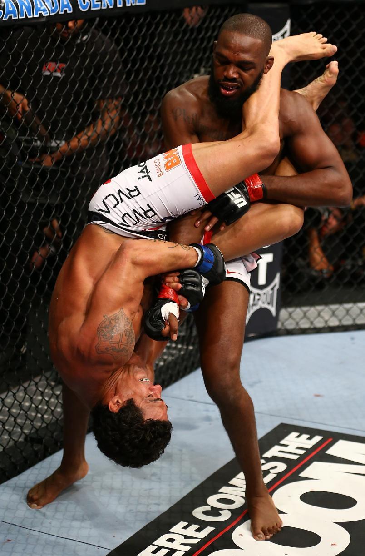 Jones vs Belfort (Photo By Al Bello/Zuffa LLC)