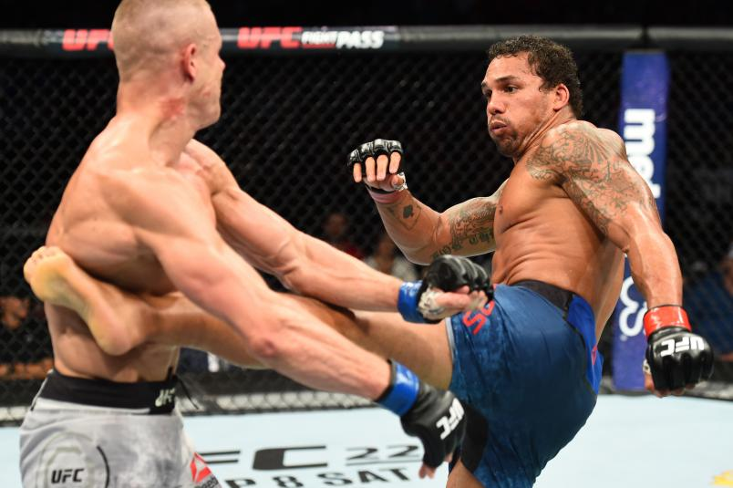 LINCOLN, NE - AUGUST 25: (R-L) Eryk Anders kicks Tim Williams in their middleweight fight during the UFC Fight Night event at Pinnacle Bank Arena on August 25, 2018 in Lincoln, Nebraska. (Photo by Josh Hedges/Zuffa LLC/Zuffa LLC via Getty Images)