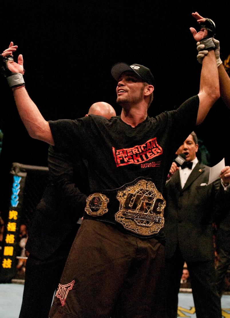 ATLANTIC CITY, NJ - JUNE 05: Rich Franklin defeats Evan Tanner to win the UFC Middleweight Championship at UFC 53 at the Boardwalk Hall on JUNE 04, 2005 in Atlantic City, New Jersey. (Photo by Josh Hedges/Zuffa LLC/Zuffa LLC via Getty Images)
