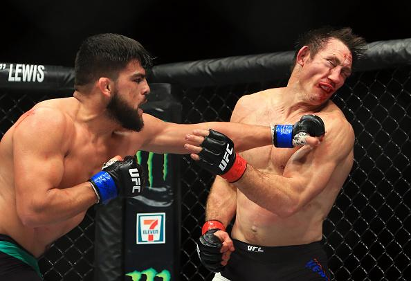 TORONTO, ON - DECEMBER 10:  Kelvin Gastelum (L) of the United States fights Tim Kennedy (R) of the United States in their Middleweight bout during the UFC 206 event at Air Canada Centre on December 10, 2016 in Toronto, Canada.  (Photo by Vaughn Ridley/Get