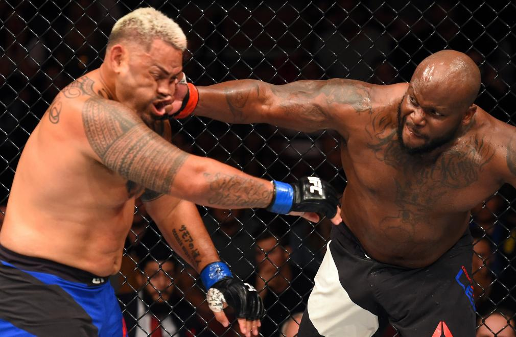 AUCKLAND, NEW ZEALAND - JUNE 11: (R-L) Derrick Lewis punches Mark Hunt of New Zealand in their heavyweight fight during the UFC Fight Night event at the Spark Arena on June 11, 2017 in Auckland, New Zealand. (Photo by Josh Hedges/Zuffa LLC/Zuffa LLC via Getty Images)