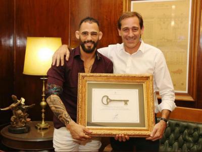 Santiago Ponzinibbio recebe homenagem
