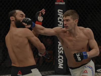 LAS VEGAS, NV - FEBRUARY 06: (L-R) Johny Hendricks fights Stephen Thompson in their welterweight fight during the UFC Fight Night event at MGM Grand Garden Arena on February 6, 2016 in Las Vegas, Nevada. (Photo by Josh Hedges/Zuffa LLC/Zuffa LLC via Getty Images)