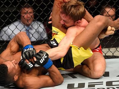 MANCHESTER, ENGLAND - OCTOBER 08:  (L-R) Iuri Alcantara of Brazil attempts to submit Brad Pickett of England in their bantamweight bout during the UFC 204 Fight Night at the Manchester Evening News Arena on October 8, 2016 in Manchester, England. (Photo b