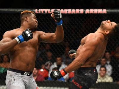 DETROIT, MI - DECEMBER 02:  (L-R) Francis Ngannou of Cameroon punches Alistair Overeem of The Netherlands in their heavyweight bout during the UFC 218 event inside Little Caesars Arena on December 02, 2017 in Detroit, Michigan. (Photo by Josh Hedges/Zuffa